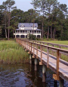 It's not hard to see why this Cottage on the coast is one fo the homes I'm loving right now!
