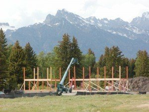 This post and beam takes full advantage of the beautiful Rockie Mountains!