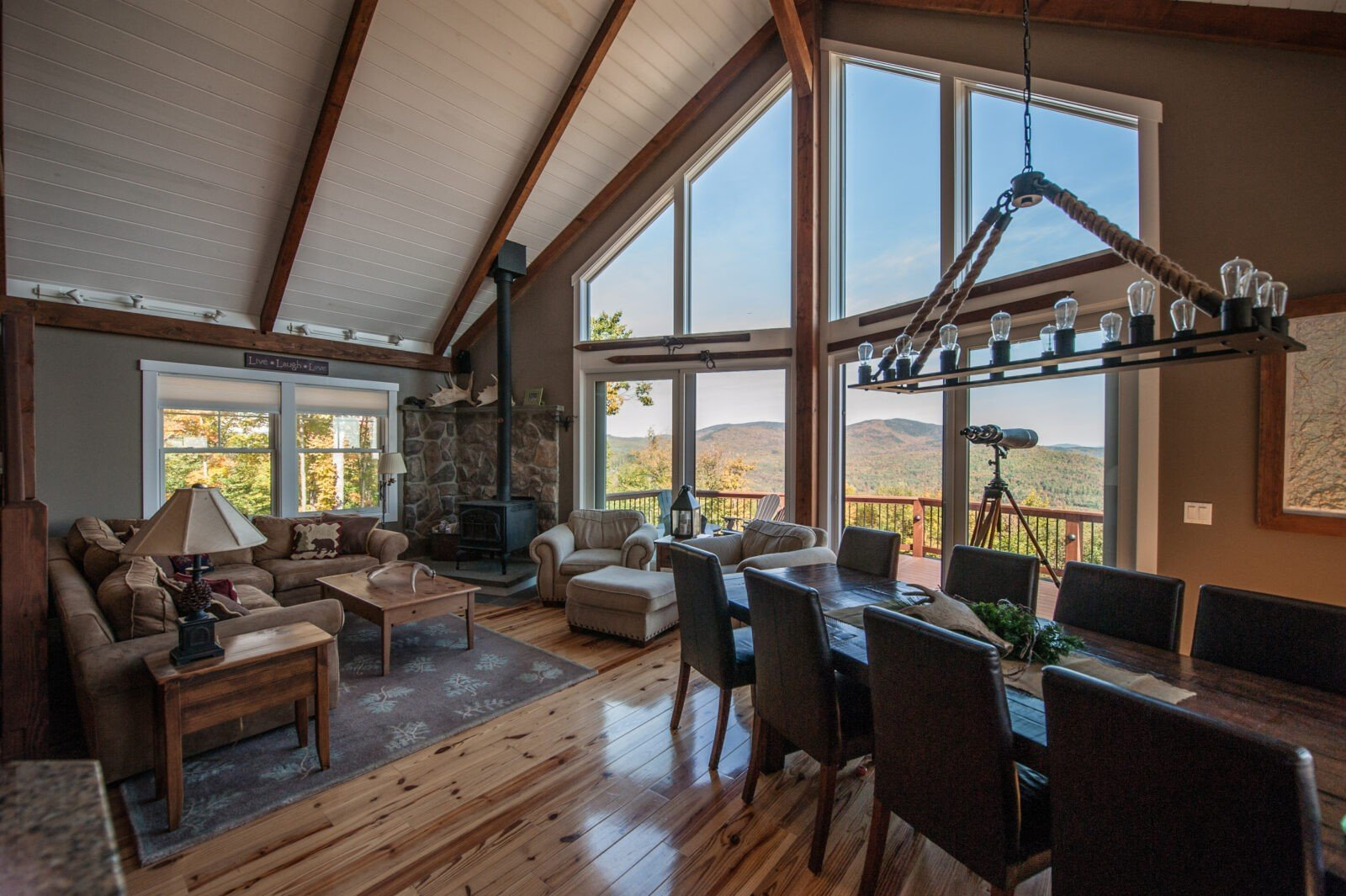 Post and Beam Mountain Lodge with stunning views. - PHOTOGRAPHY BY STEFANIE MARTIN OF NORTHPEAK DESIGN