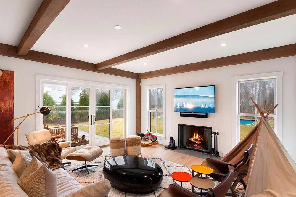 East Hampton Contemporary Post and Beam Home Living Room